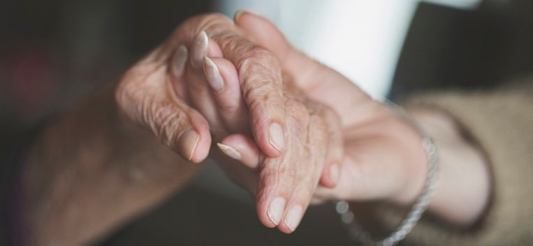 """Sylvia Witteman: """"Ik heb spijt dat ik mijn oma op haar oude dag van haar grote liefde heb beroofd"""""""