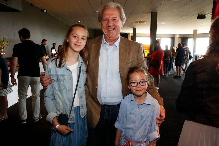 """Hubert Damen kwam zaterdag met zijn kleindochters Nienke en Laura naar de première van 'Toy Story 4'. Al voor de vierde keer sprak hij de stem van Mr. Potato Head in. """"Mijn personage begint stilaan last te krijgen van reuma, maar ik gelukkig niet."""""""