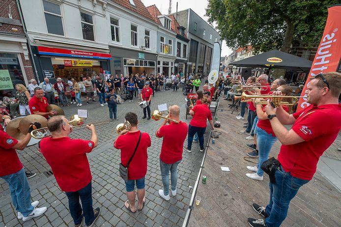 Krabbenfestival in Bergse binnenstad, hier de Gouvernementsplein