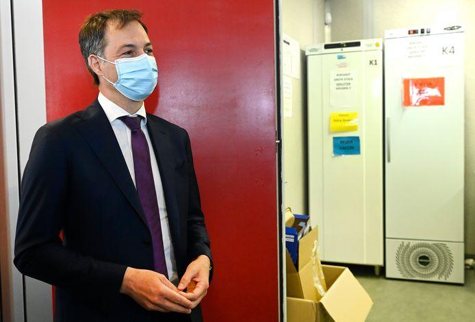 Le Premier ministre Alexander De Croo en visite au centre de vaccination du Flanders Expo à Gand.