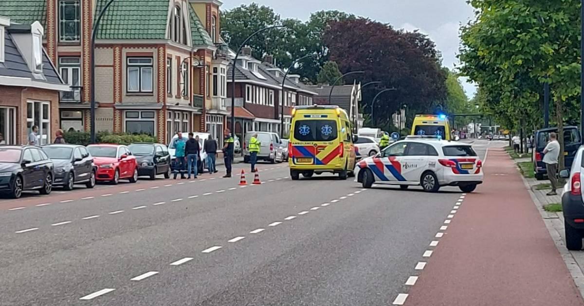 Ernstige aanrijding in Enschede, Hengelosestraat afgesloten.
