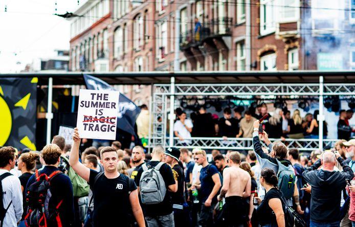 In tien verschillende steden in Nederland gingen mensen voor 'Unmute Us' de straat op om te demonstreren en tegelijkertijd te feesten.