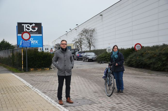 Bezorgde ouders Roel Verlinden en Lut Slabbinck aan de Fabeltasite.