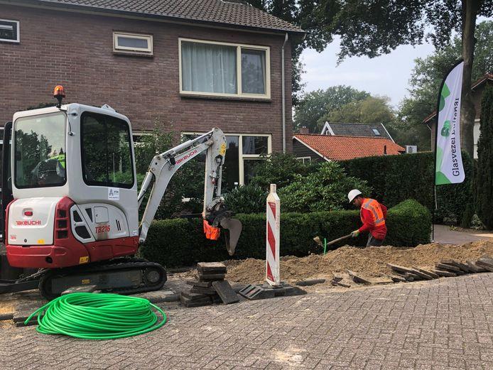 In de kern IJhorst is begonnen met de aanleg van glasvezel.
