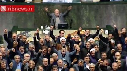 """Iraanse parlementsleden scanderen samen """"Dood aan Amerika"""""""