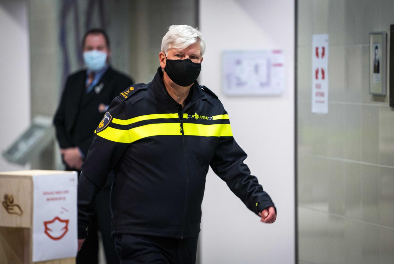 Korpschef Henk van Essen na afloop van het Veiligheidsberaad.