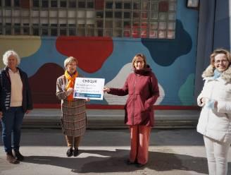Serviceclub Zonta De Haan-Oostende steunt CAW Noord-West-Vlaanderen met mooie cheque