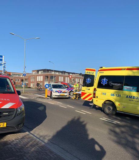Politie, ambulance, brandweer en traumaheli rukken uit voor gewonde man op straat in Groesbeek