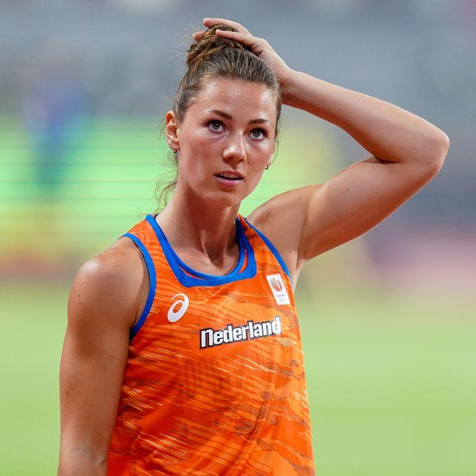 Emma Oosterwegel nestelt zich aan de top bij de meerkampsters op het WK.