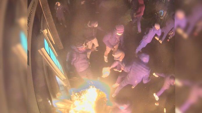De man stak ook zichzelf per ongeluk in brand bij de aanval op de politiepost in Schaarbeek.