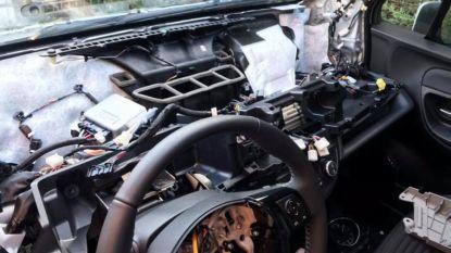 Dieven tuk op airbag en gps van Toyota Yaris