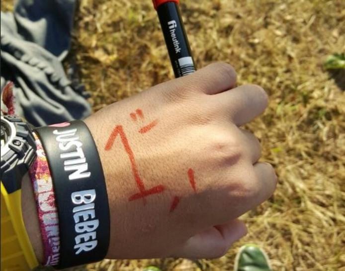 Bieberfan Gijs Bongers (19) is nummer één in de rij voor het concert van Justin Bieber