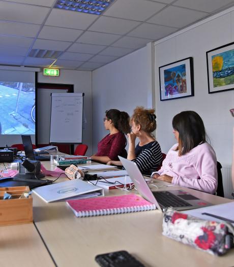 Nederlandse les voor Spaanse werknemers Tragel, 'wat is het verschil tussen willen en wielen?'