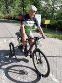 Piet van der Lans liet van z'n sportfiets een driewieler maken om snel te revalideren na een val.