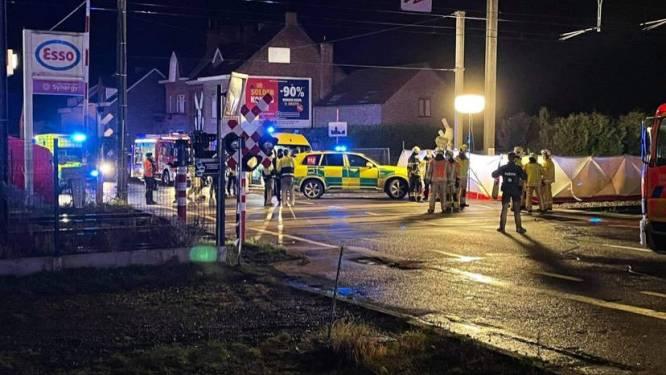 Auto botst met trein in Herne: drie inzittenden (18 en 21) overleven klap niet