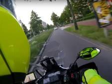 Bizarre achtervolging is net een actiefilm: stuntende motorrijder probeert politie af te schudden