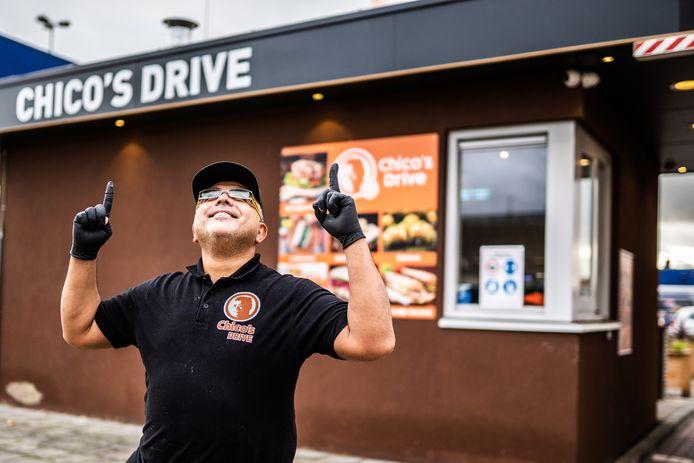"""Eyyub Uyar, beter bekend als kebabkoning Chico. ,,Wat McDonald's is voor hamburgers, moet Chico's Drive voor kebab worden."""""""