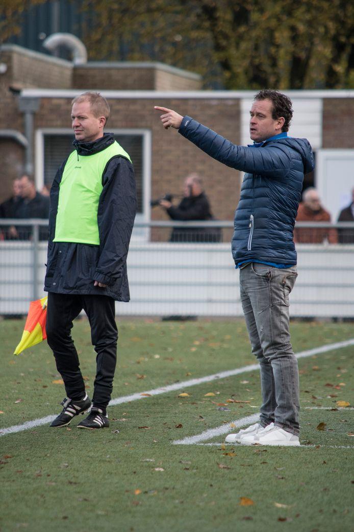 Dennis de Bruijn als trainer van GSBW.