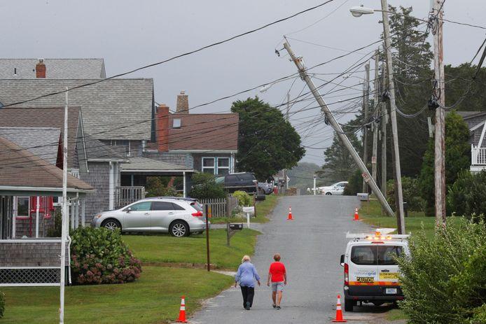 Een elektriciteitspaal is beschadigd in South Kingstown, Rhode Island, in de VS, na doortocht van tropische storm Henri.