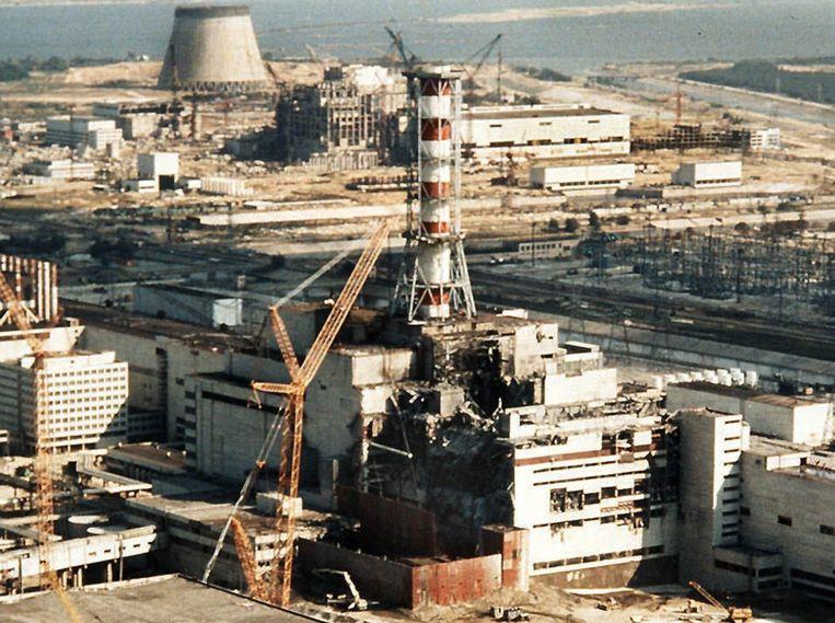 Archieffoto uit 1986 van de kerncentrale in Tsjernobyl, vlak na de ramp.  Beeld EPA