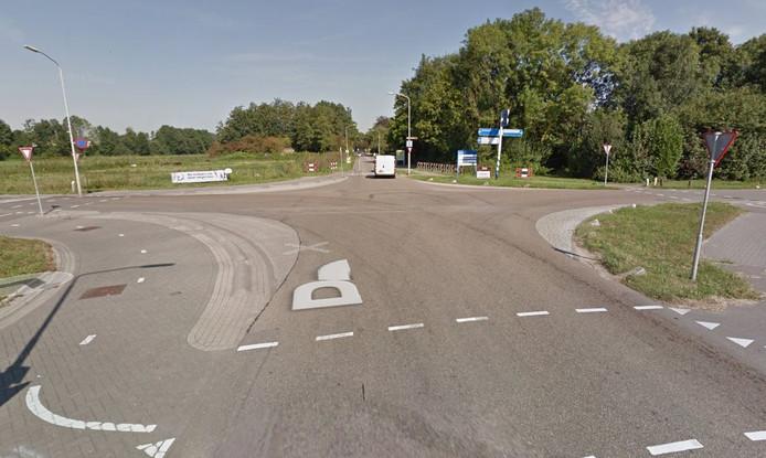 De Prins Willem Alexanderstraat is naast woonstraat ook een toegangsweg naar het dorp, stelt de gemeente Zaltbommel. Het nemen van nog meer snelheidsremmende maatregelen zou het (vracht)verkeer teveel belemmeren.
