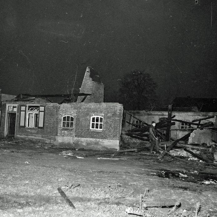 Brand in Zeelst na blikseminslag in juni 1957