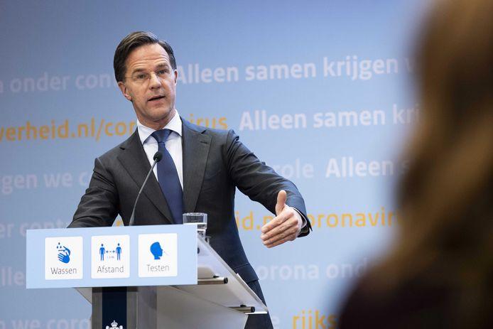 Premier Rutte tijdens de persconferentie van dinsdagavond.