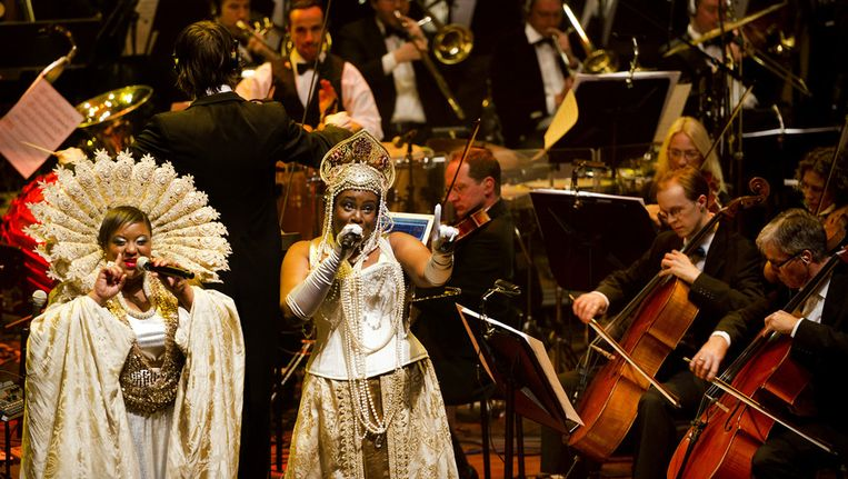 De Britse dance-act Basement Jaxx treedt op met het Metropole Orkest in het Muziekgebouw Eindhoven. © ANP Beeld