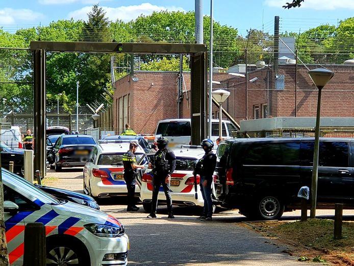 Consternatie en drie gevangenen aangehouden bij jeugdgevangenis Den Hey-Acker in Breda.