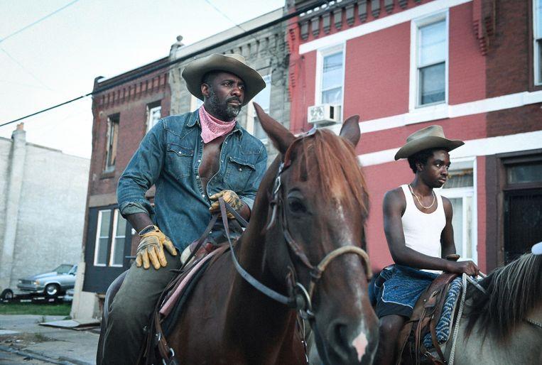 Concrete Cowboy, met  Idris Elba (links) en Caleb McLaughlin als vader en zoon. Beeld AP