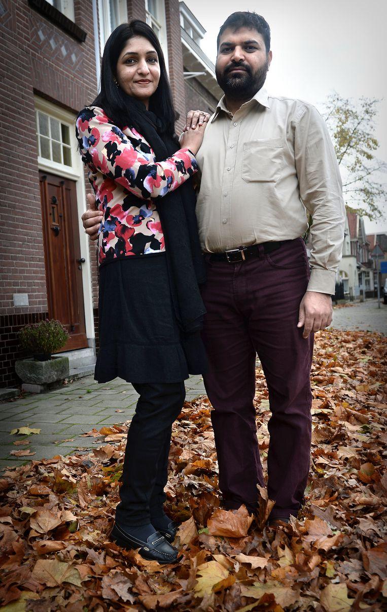 Salma Anwar (37) en Muhammad Yaseen (41). Beeld Marcel van den Bergh