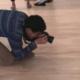 Dit gebeurt er als je een bril op de grond in een museum legt
