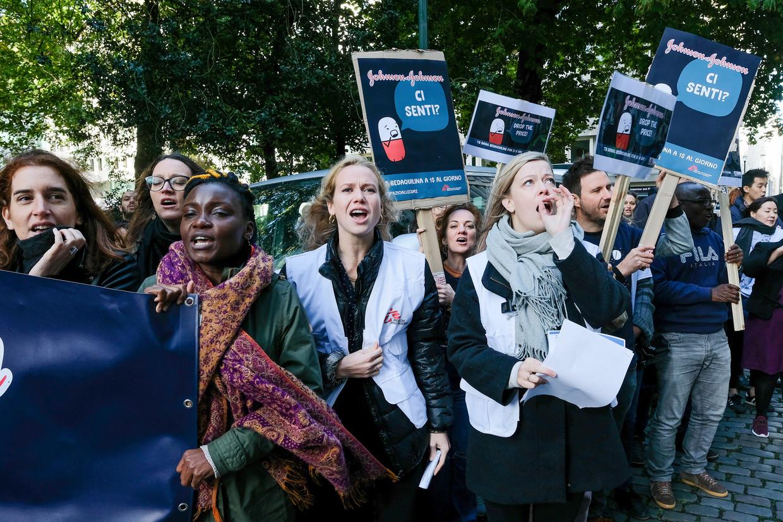 Artsen Zonder Grenzen protesteert aan Johnson & Johnson. Beeld Baert Marc