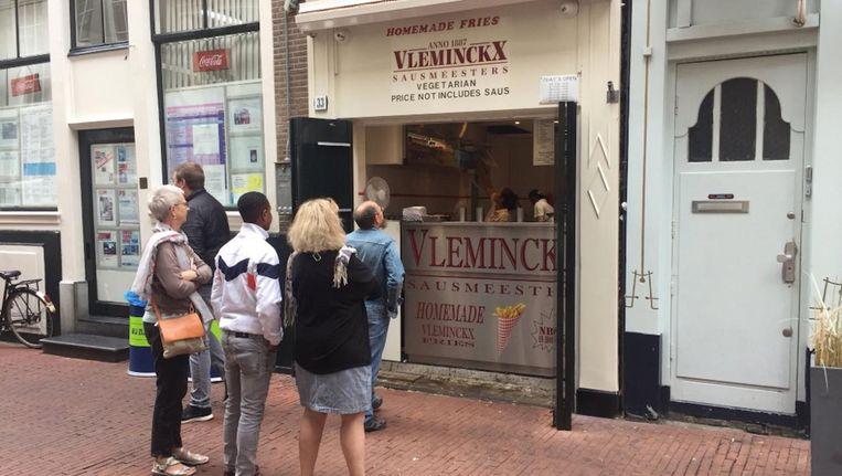 Patatzaak Vleminckx is donderdagochtend gewoon opengegaan. Beeld Josien Wolthuizen