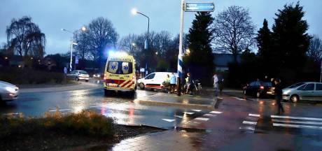 Fietsster gewond naar ziekenhuis na botsing met auto in Cuijk