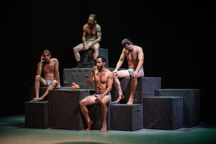 De apenrots-scene uit de Zuidelijk Toneel-voorstelling De Achterkant van Tilburg