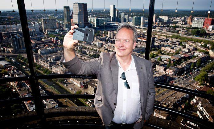 Elwin Giel is bedrijfsleider van de Haagse Toren. Soms zijn influencers welkom op zondag, als het in het restaurant minder druk is.