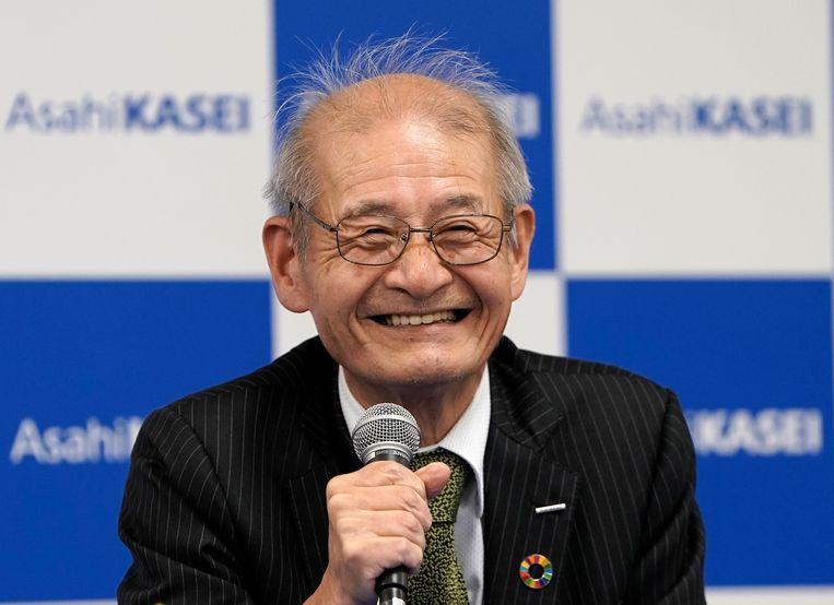 De Japanse winnaar Akira Yoshino, vlak nadat hij hoorde dat hij dit jaar de Nobelprijs krijgt. Beeld EPA