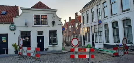 Café Dutzz kan eindelijk open, maar nu ligt voor de deur de straat eruit...