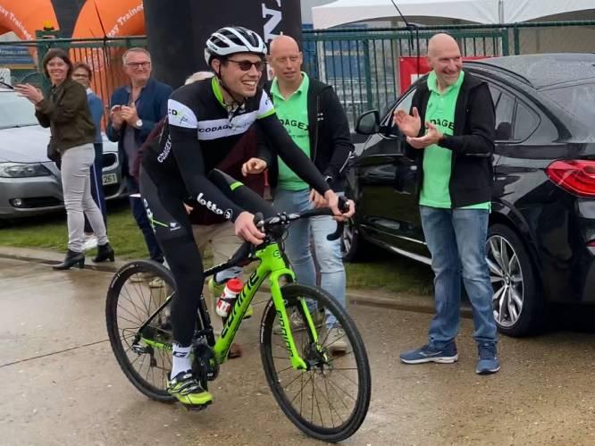 """Vijf jaar na coma finisht Stig Broeckx eerste wedstrijd op koersfiets: """"Zo hard genoten. Echt zot!"""""""
