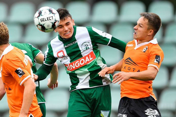 Lommel's Manfred Alonso Ugalde Arce and Deinze's Michiel De Looze fight for the ball during a soccer match between Lommel SK and KMSK Deinze, Sunday 27 September 2020 in Lommel, on day 5 of the 'Proximus League' 1B second division of the Belgian soccer championship. BELGA PHOTO YORICK JANSENS