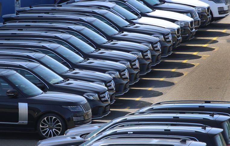 SUV's van Range Rover, Mercedes Benz en BMW geparkeerd in Duitsland, archiefbeeld ter illustratie.