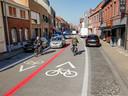 In de Beselarestraat in Geluwe kan men in twee richtingen blijven rijden, maar de straat wordt wel een fietszone.