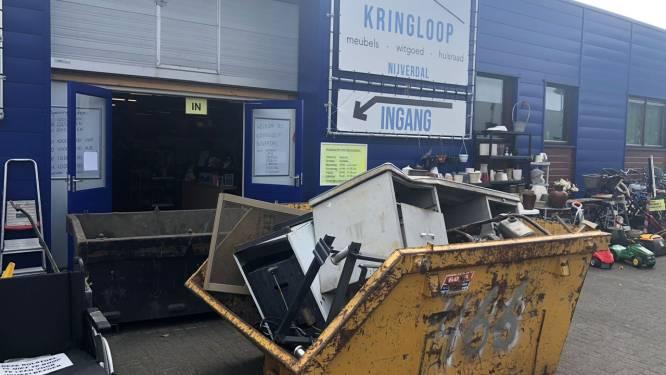 Ravage na omvallende stellages Kringloop Nijverdal