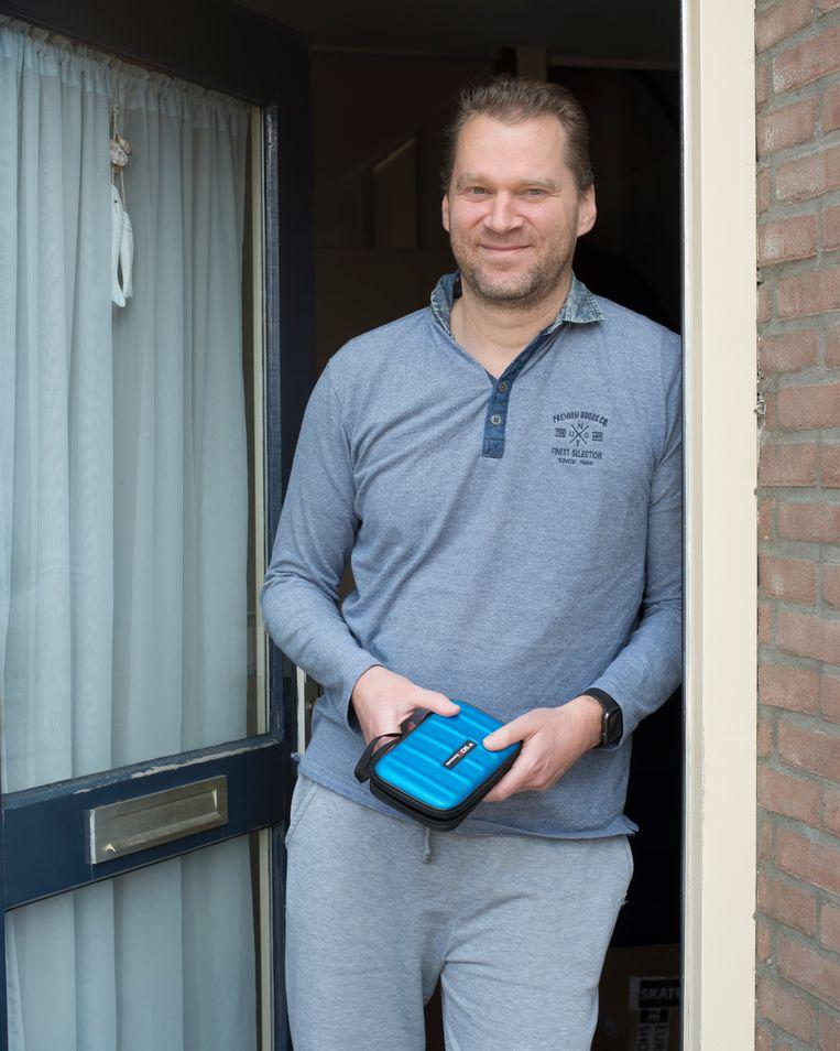 Andreas met Nintendo-spellen. Hij verkocht eerder een laadpaal voor een elektrische auto. Beeld Annabel Miedema