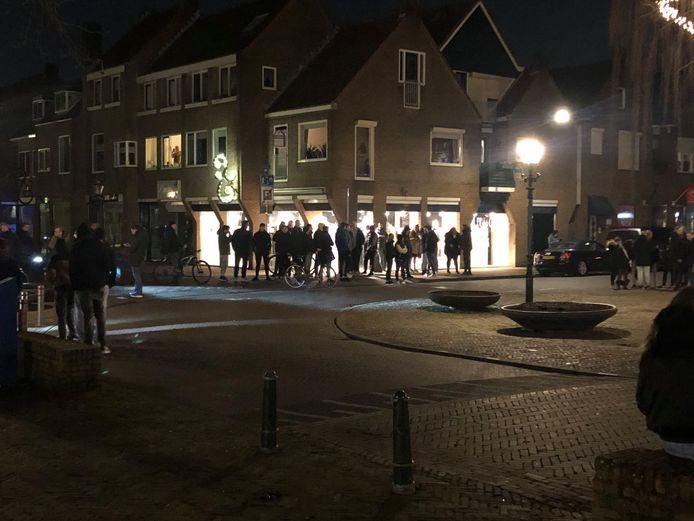 Inwoners van Bunschoten beschermen de winkels rond het Spuiplein.