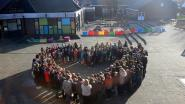 Leerlingen Manitoba houden minuut stilte