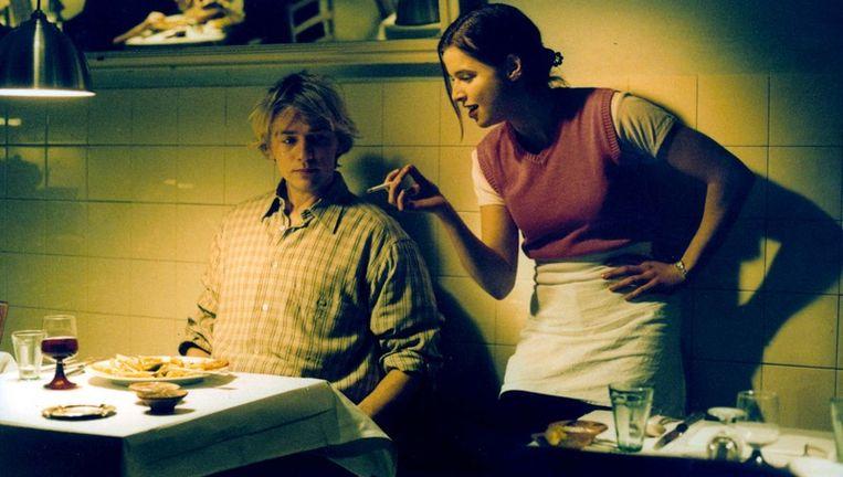 Thekla Reuten in een scene met Antonie Kamerling in de film het 14de kippetje. Foto GPD Beeld