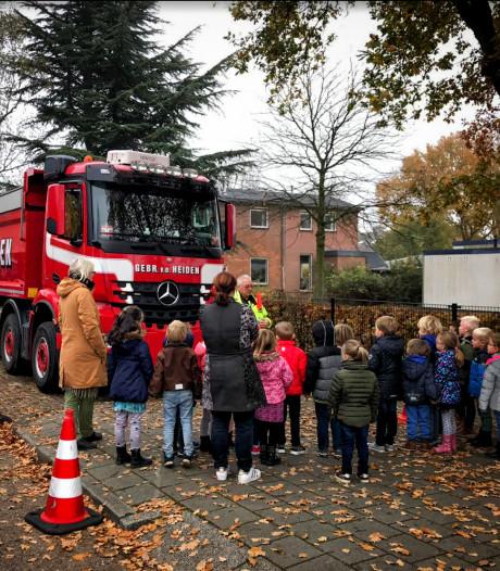 Leerlingen Op 't Hof krijgen 'bijles' over vrachtwagens in Tricht