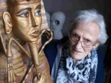 Lies Stokkermans (1929-2021) uit Lage Mierde zat met haar klei gewoon aan de keukentafel